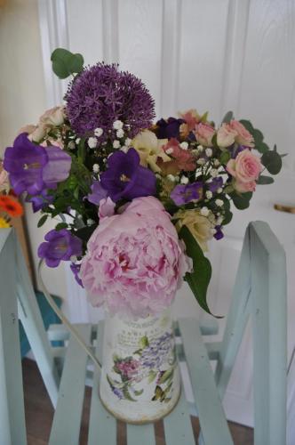 Lovely Jardin Tin Pot with peonies