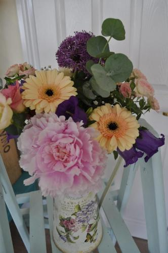Lovely Jardin Tin Pot and Flowers