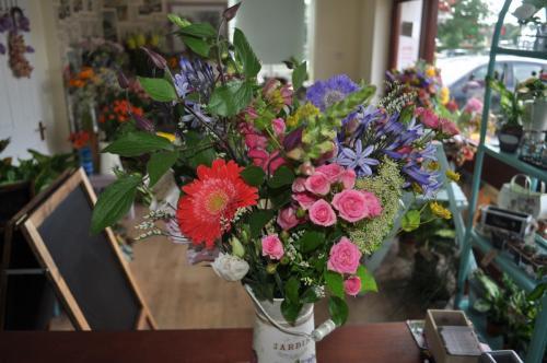 Beautiful Jardin Tin Planter and Flowers